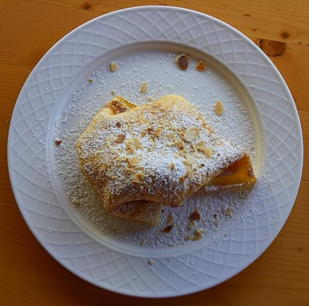 Pancakes with sugar and almonds