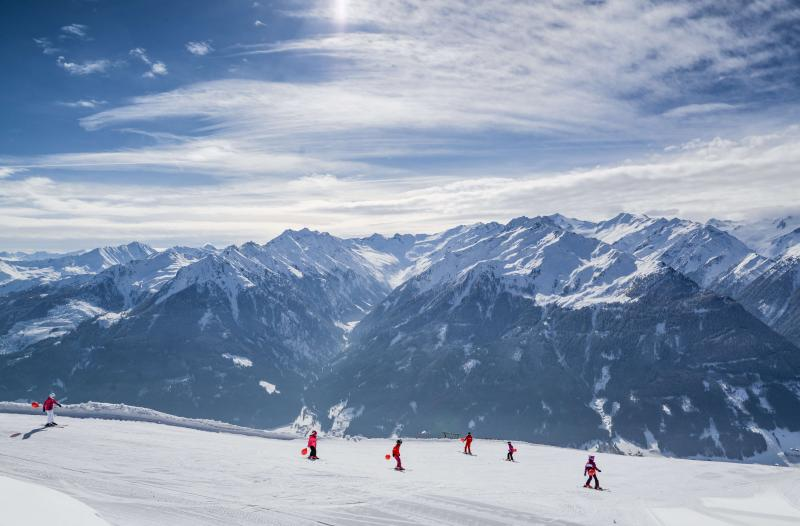 Take to the Slopes with Other Keen Skiers